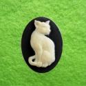 Kamee valge kass mustal taustal/25x18mm