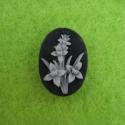 Must kamee valge lillega/14x10mm