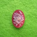 Punasel taustal kreemikas lill/18x13mm