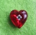 Punane süda valge kristalliga
